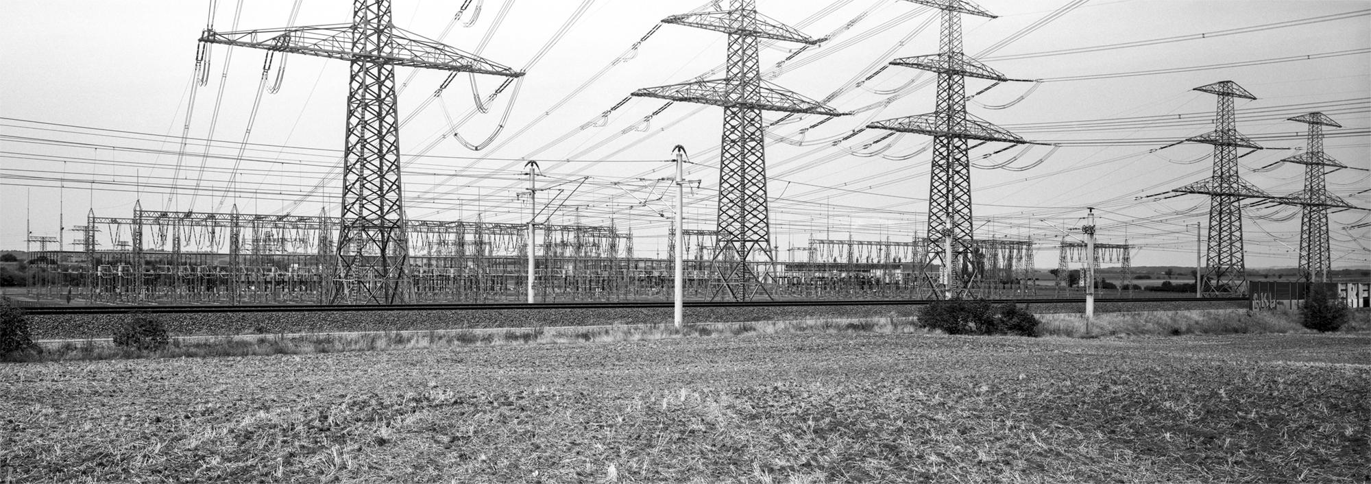 Landschaftspanorama 6x17 analog schwarzweiss Umspannwerk Vieselbach