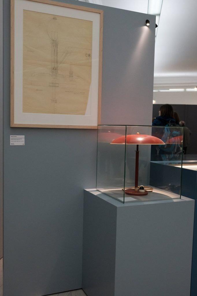 Bauhaus-Lampe mit technischer Zeichnung bearbeitet in Lightroom