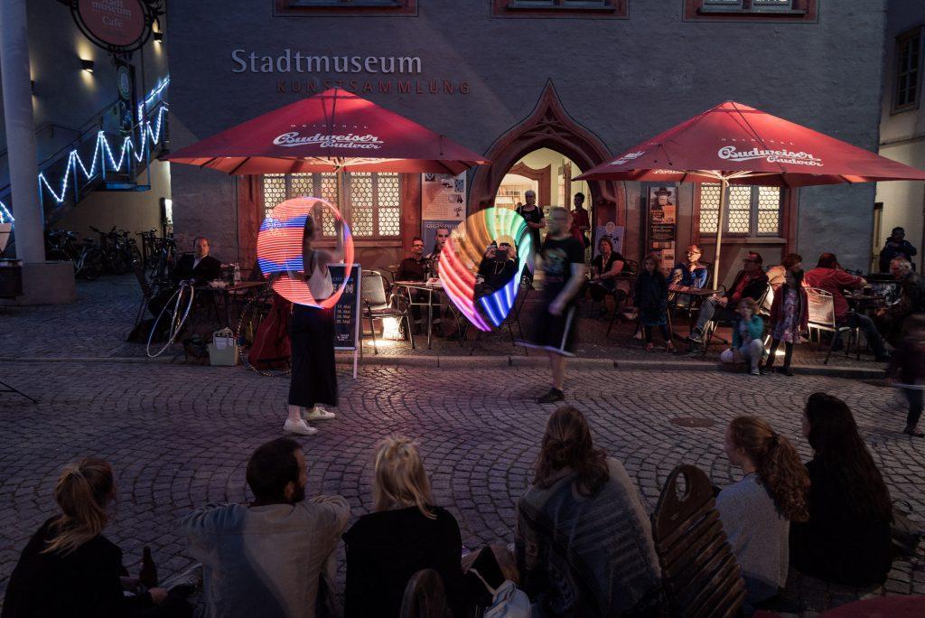 Tanzvorführung vor dem Stadtmuseum Jena