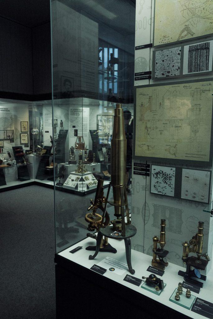 Noch mehr Mikroskope im Deutsches Optisches Museum (D.O.M.)