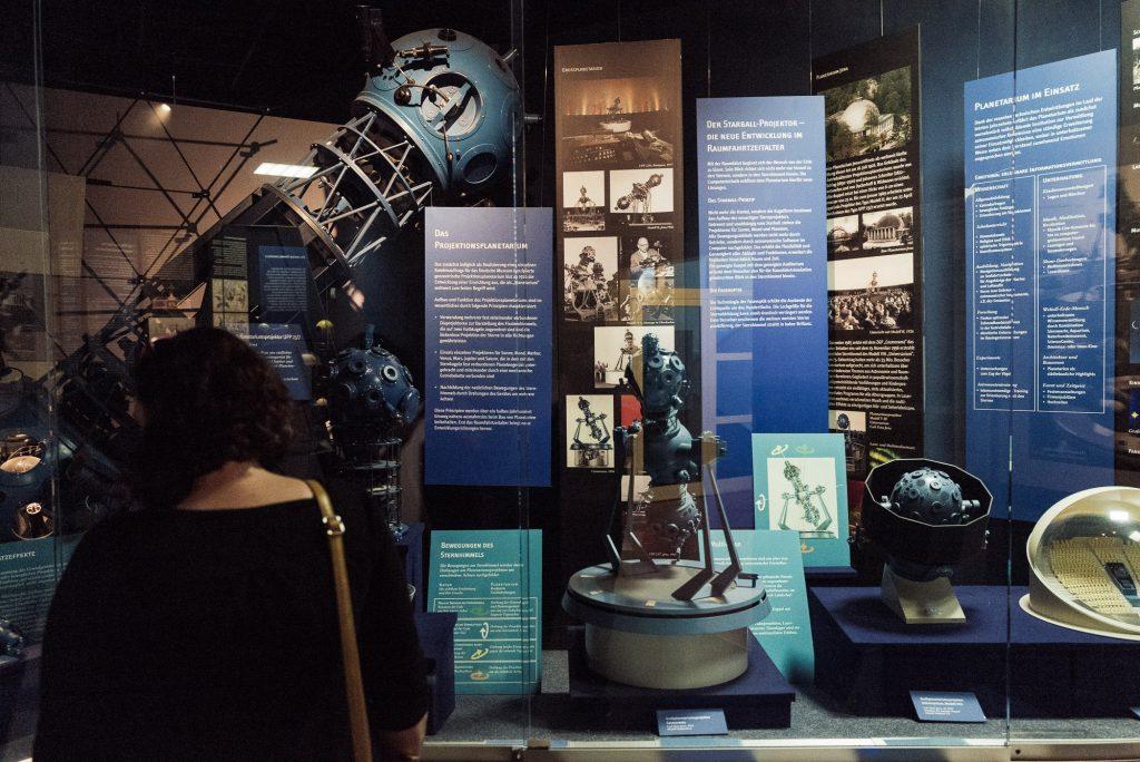 Optische Geräte in der Raumfahrt im Deutsches Optisches Museum (D.O.M.)