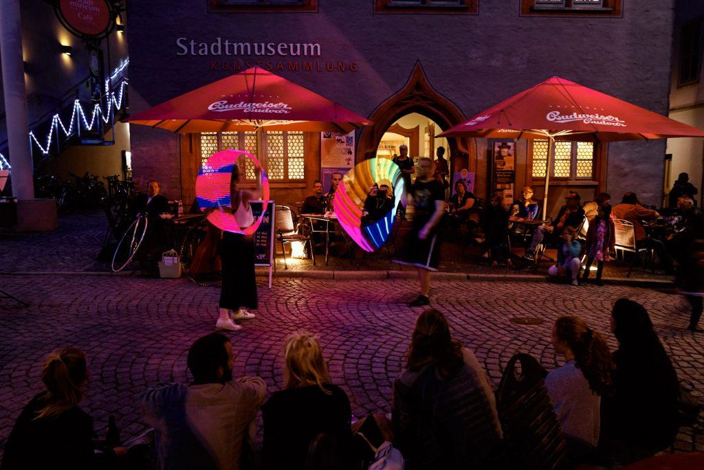 Tanzvorführung vor dem Stadtmuseum Jena bearbeitet mit Capture One