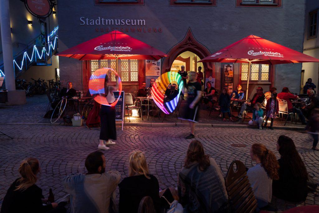 Tanzvorführung vor dem Stadtmuseum Jena bearbeitet mit Lightroom
