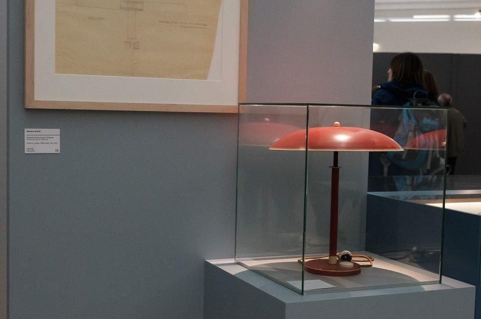 Bauhaus-Lampe mit technischer Zeichnung