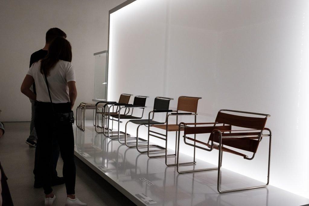 Weimar Bauhaus Museum Sessel bearbeitet in Lightroom