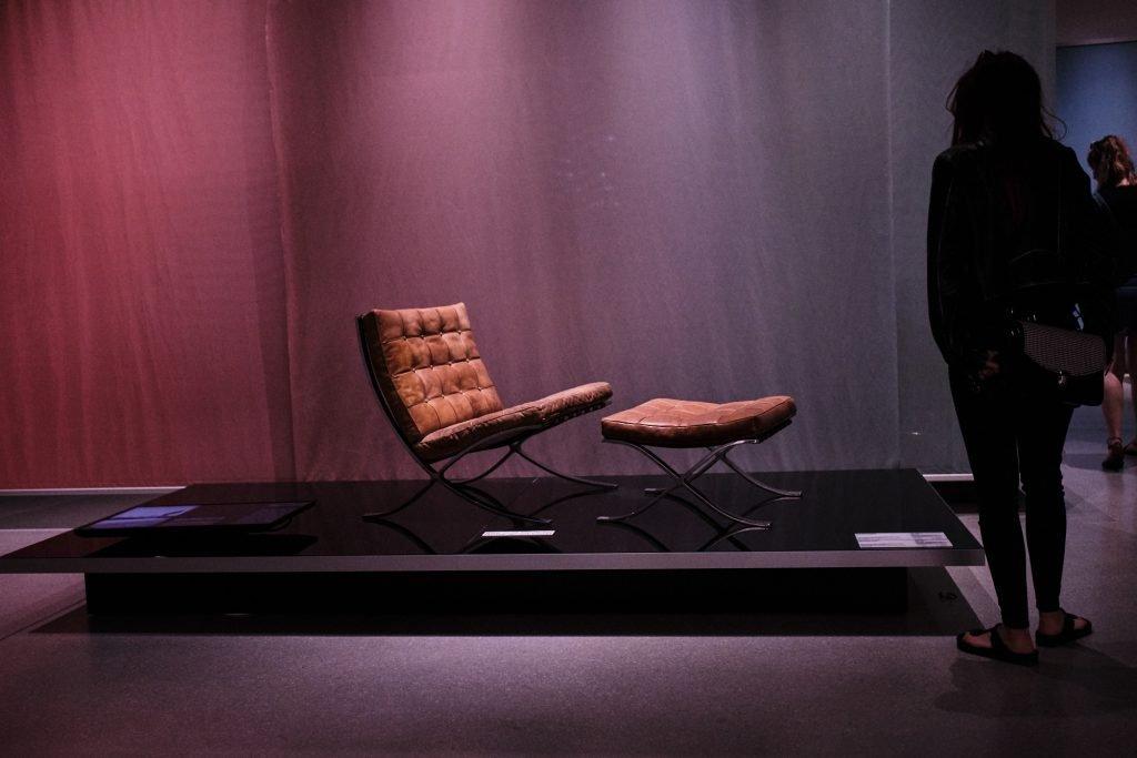 Weimar Bauhaus Museum Sessel mit Fusshocker bearbeitet in CaptureOne