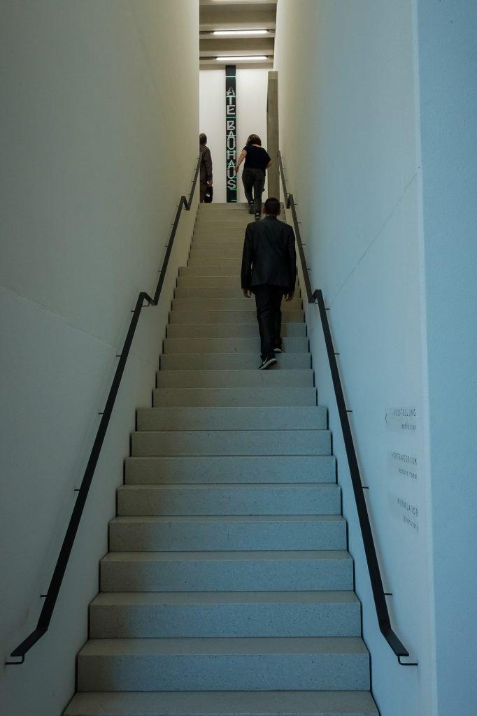 Das Bauhaus-Museum in Weimar - Treppenaufgang in den ersten Stock