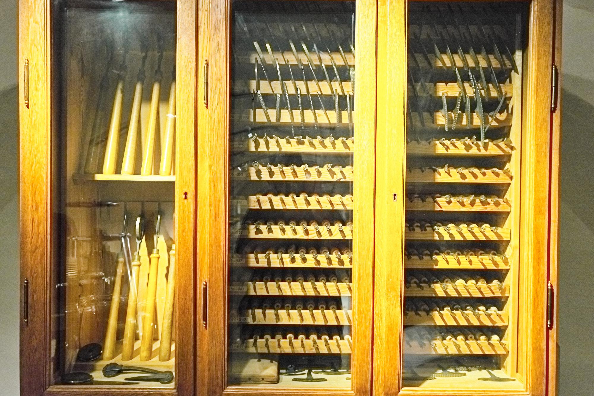 Buchbinder - Schrank mit Werkzeugen