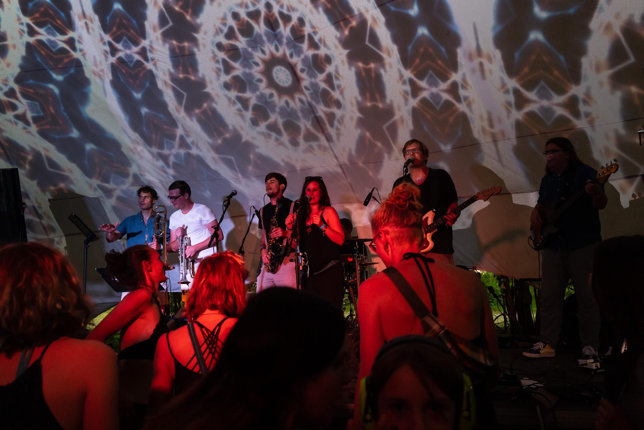 Skavida auf der Buehne - komplette Band