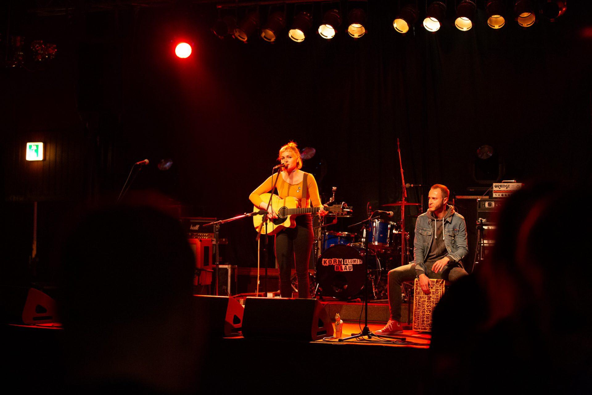 Anna Philoan - Singer-Songwriterin aus Mannheim - Komplette Buehne